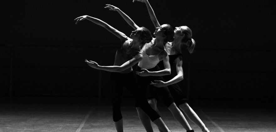 ballerinas-1376250_1920